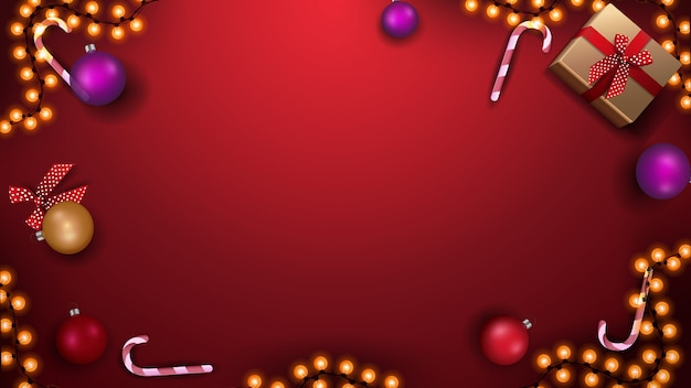 Modello per banner o cartolina di natale. modello rosso con palle di natale, bastoncini di zucchero, ghirlanda e regali, vista dall'alto