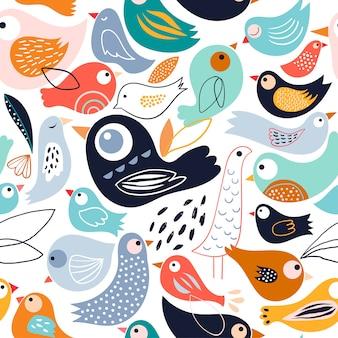 Modello senza cuciture astratto con diversi uccelli