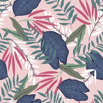 Modello senza cuciture con piante tropicali sul rosa pastello