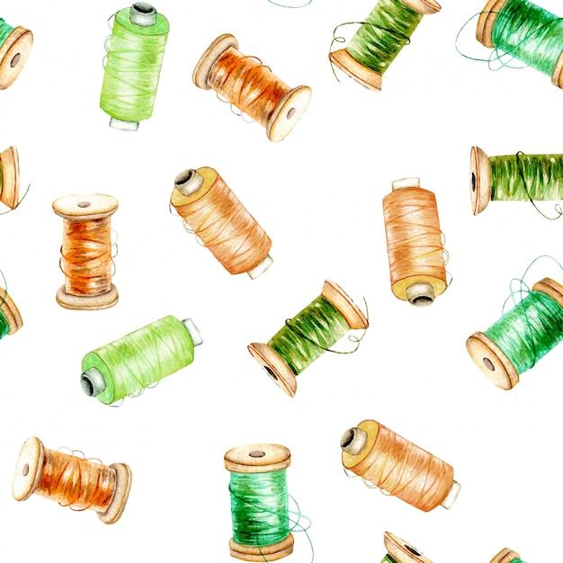 Modello senza cuciture con rocchetti di filo verde e arancione dell'acquerello