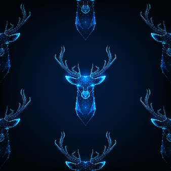 Modello senza cuciture con testa di cervo con corna su colore blu scuro.