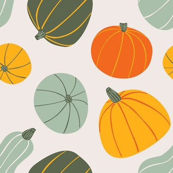 Modello senza cuciture disegnato a mano dell'alimento. zucche colorate stilizzate su sfondo chiaro.