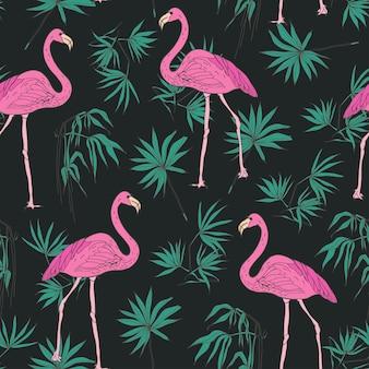 Modello senza cuciture esotico elegante con splendidi uccelli fenicottero rosa e foglie di palma tropicali verdi disegnate a mano su oscurità