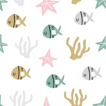 Modello senza cuciture marino con simpatici pesci, stelle marine e coralli