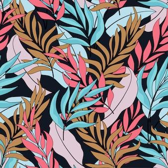 Modello senza cuciture tropicale con foglie e fiori luminosi blu e rosa
