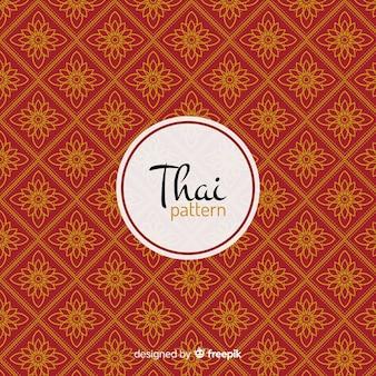 Modello tailandese lussuoso con stile dorato