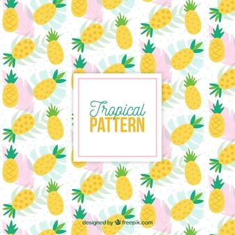 Modello tropicale con ananas