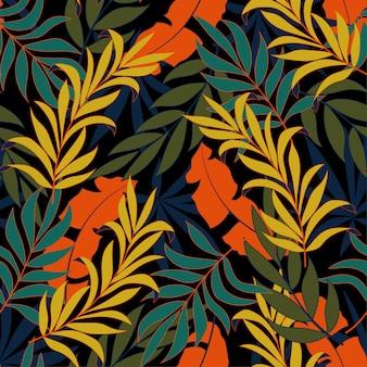 Modello tropicale senza cuciture alla moda con piante e foglie verde brillante e blu