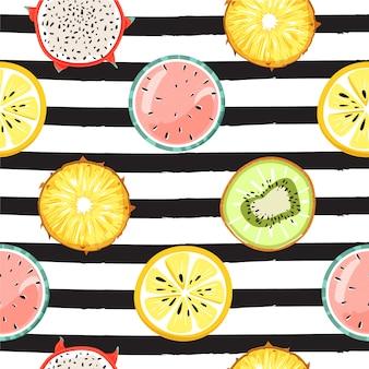 Modello tropicale senza cuciture moderno con i frutti. sfondo a righe moda.