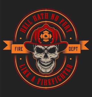 Modello variopinto dell'etichetta del pompiere d'annata con il cranio del vigile del fuoco in casco e illustrazione delle asce attraversate