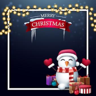 Modello vuoto blu di natale per le tue arti con posto per testo, ghirlanda, cornice bianca e pupazzo di neve in cappello di babbo natale con regali