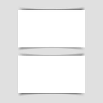 Mok-up di due biglietti da visita orizzontali con ombra su sfondo grigio. modello per la presentazione di biglietti da visita. illustrazione.