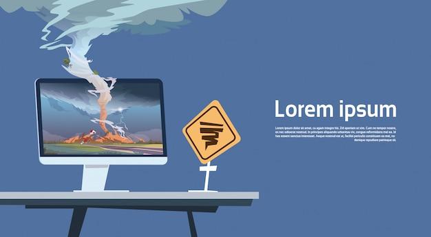 Monitor del computer con il paesaggio d'avvertimento del segnale stradale di tornado imade e di uragano del trampolino della tempesta nel concetto di disastro naturale della campagna