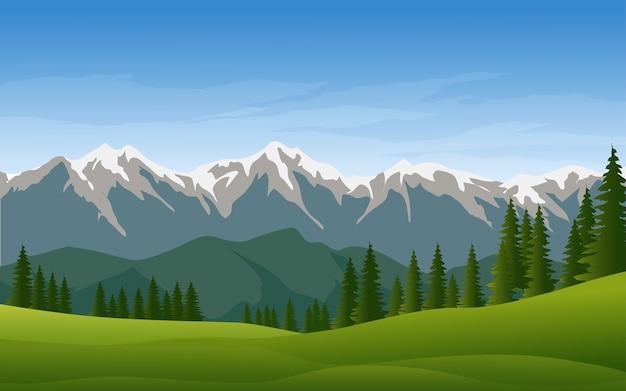 Montagna con neve e paesaggio di pineta