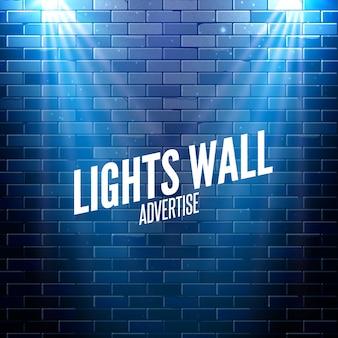 Muro di mattoni con luci. luce colorata che risplende su una parete.