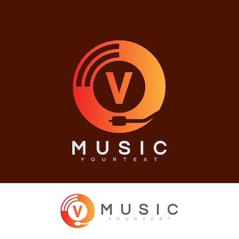 Musica iniziale lettera v logo design