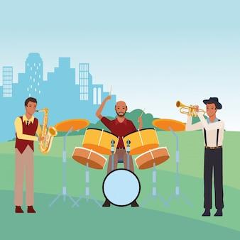 Musicista che suona la batteria e la tromba di sassofono