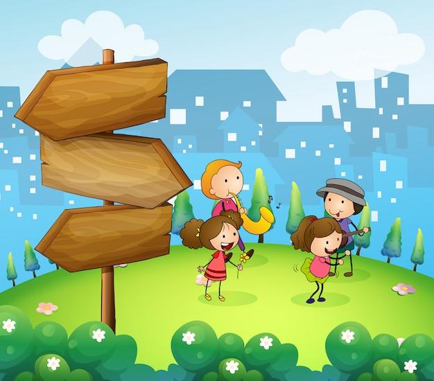 Musicisti che suonano vicino alle frecce di legno