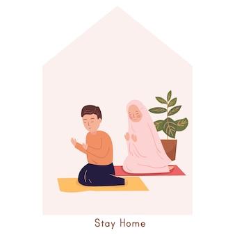 Musulmano che prega a casa. rimanere a casa, concetto di quarantena