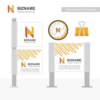 N logo e design pubblicitario