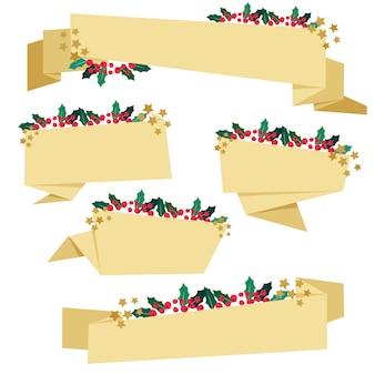 Nastri di carta dorata con decorazioni natalizie