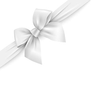 Nastro bianco realistico con fiocco su sfondo bianco