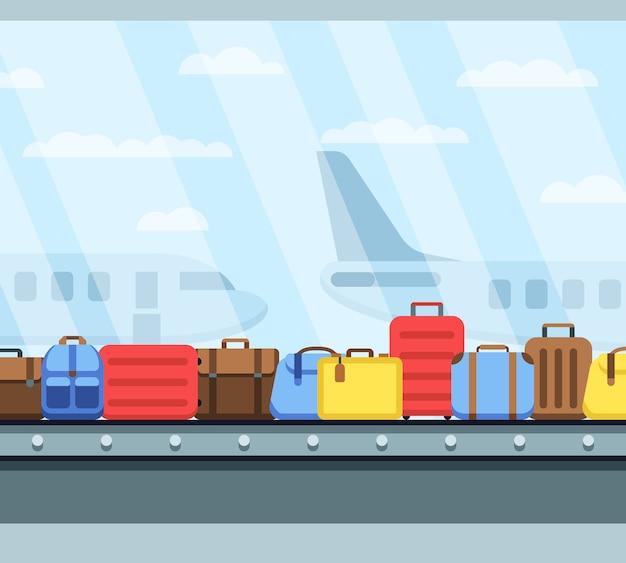 Nastro trasportatore per aeroporto con sacchi per bagagli passeggeri
