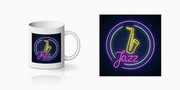 Neonprint di jazz cafe dal vivo con sassofono dal vivo su mockup di tazza in ceramica. progettazione di un segno di discoteca con musica dal vivo sulla tazza. icona del caffè del suono.