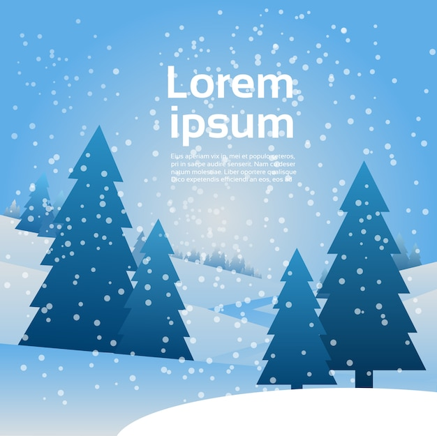 Neve di paesaggio di natale che cade sull'insegna di inverno degli alberi di pino con lo spazio della copia