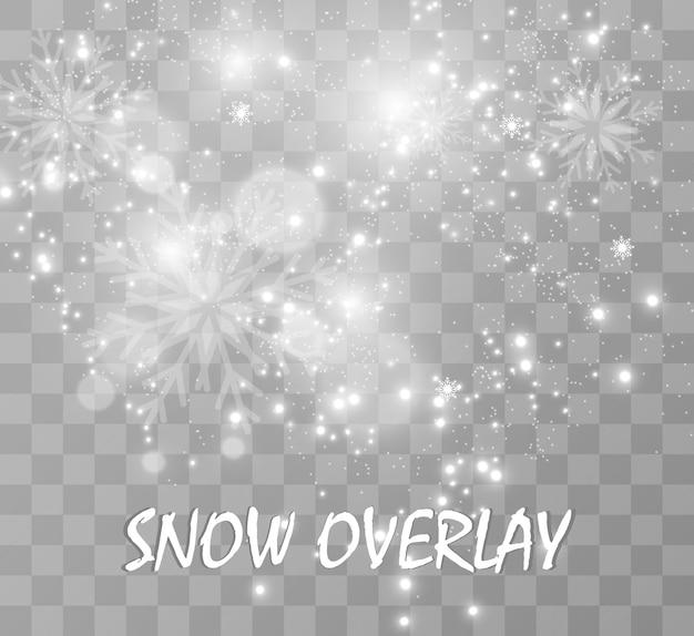 Nevicata. molta neve su uno sfondo trasparente. natale sfondo invernale. fiocchi di neve che cadono dal cielo.