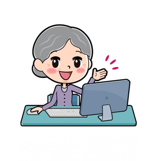 Nonna seduta sulla scrivania del pc