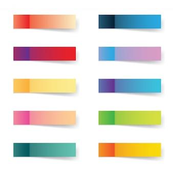 Note adesive di gradiente di colore alla moda o adesivi promemoria isolati su sfondo bianco.