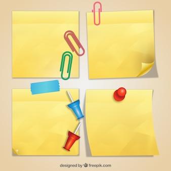 Note adesive realistici con clip e puntine da disegno