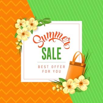 Offerta di vendita estiva per te lettering con borsa e fiori.