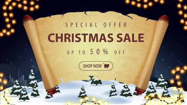 Offerta speciale, saldi natalizi, fino al 50% di sconto, banner sconto con vecchi parchmen, ghirlande e paesaggi invernali da cartone animato