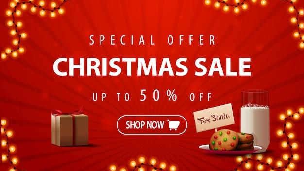 Offerta speciale, saldi natalizi, fino al 50% di sconto, banner sconto rosso con ghirlanda, regalo e biscotti con un bicchiere di latte per babbo natale