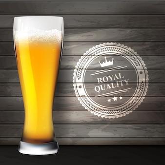 Oktoberfest. bicchiere di birra sulle superfici in legno