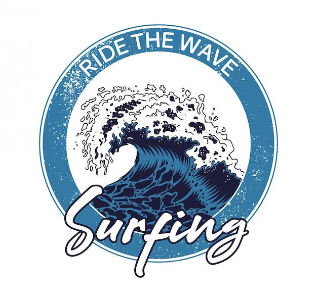 Onda blu dello tsunami del grande mare dell'oceano sull'isola di california hawai