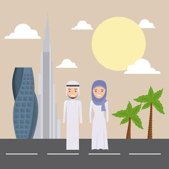 Orizzonte di paesaggio urbano della costruzione moderna della città del dubai con la gente araba