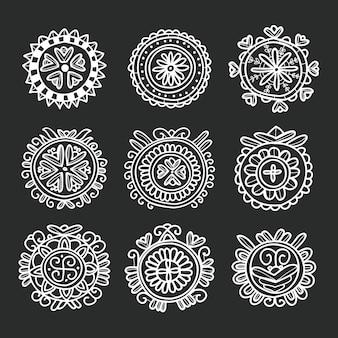Ornamento folk floreale a forma di cerchio