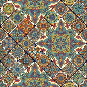 Ornato floreale trama senza soluzione di continuità, modello infinito con elementi vintage mandala.