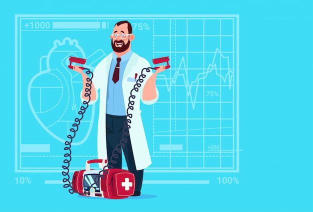 Ospedale di rianimazione del lavoratore delle cliniche mediche del dottore hold defibrillator