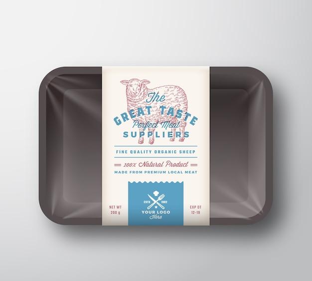 Ottimo sapore di montone. contenitore per vassoio in plastica di carne di agnello con coperchio in cellophane. modello di etichetta di design di imballaggio tipografia retrò. annata di pecore disegnate a mano