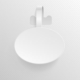 Ovale di plastica di pubblicità bianca vuota isolata