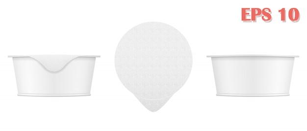 Pacchetto di plastica con un'etichetta di carta