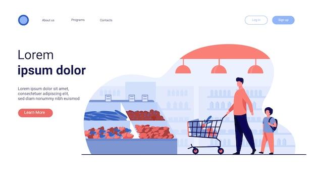Padre e figlio che comprano cibo nel supermercato