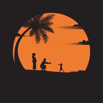 Padre, madre, una bambina con divertimento lungo il bordo della spiaggia di sabbia al tramonto