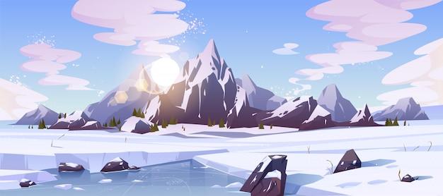 Paesaggio della natura del nord con le montagne