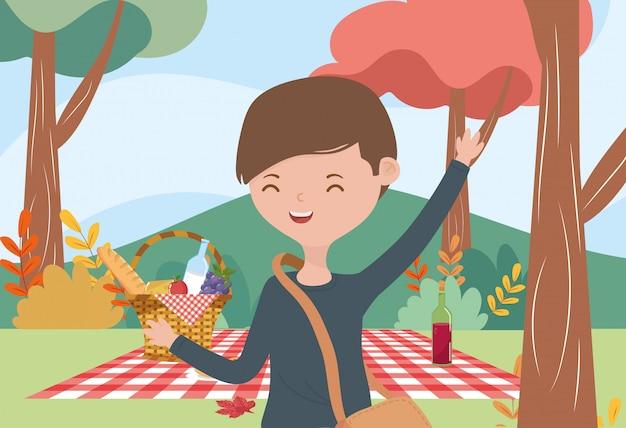 Paesaggio della natura della bottiglia di vino dell'alimento di picnic del giovane