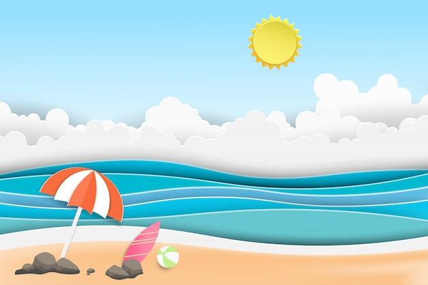 Paesaggio della vista del tramonto del mare con la spiaggia di estate